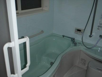 改修工事後システムバスに入れ替えた浴室