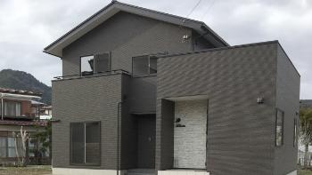 ボックスと寄棟の組み合わせの家